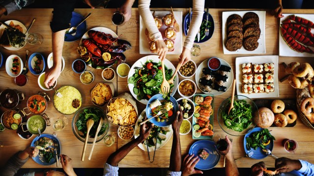 Improve eating habits by sharing meals with family members